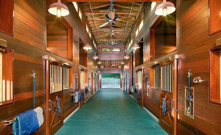Fancy Barn Horse Barns And Facilities Horse Stables