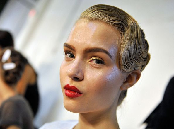 Play around with a little curl before ending your wet look and definitely, definitely, pair with with a fresh red lipstick. Jason Wu Spring Collection 2013 #Jasonwu #2013 #Springlook #Hairstyle #Wetlook #Beauty #ParelleCosmetics  http://www.parelle.se/