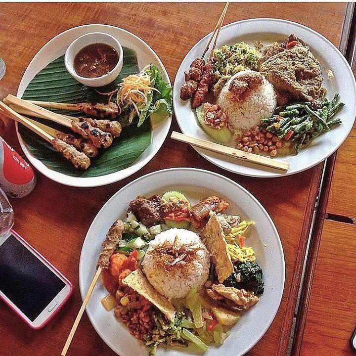 Enjoy your lunch time   @madeswarungamsterdam @madeswarungairport @thejoglo  #food #bali #holiday #balifood #traveling #wanderlust #globetrotter #travel #travelblogger #flatlays #flatlay #flatlayoftheday #lunch #yummy #acolorstory #foodlover #tumblr #foodforfoodie #live #foodie #foodblogger #madeswarung #samsunglife #like4like #likeforlike #l4l #thebalibible #tagforlikes #followforfollow