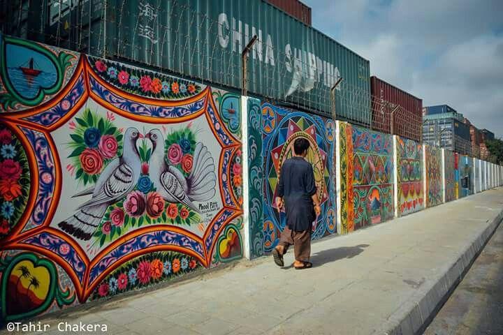 truck art on walls in karachi pakistan