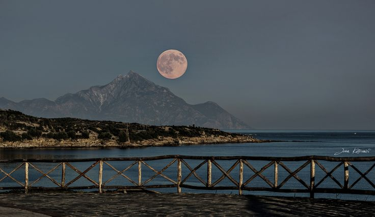 My Moon.... by Giannis Kotronis on 500px
