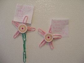 Magnetic paper clip flowers photo- make for swaps instead of magnetic. could wrap silver paper clips with scrapbook papers.