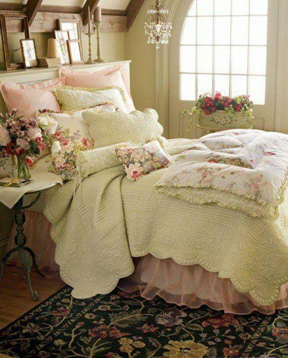 chambre romantique avec déco florale