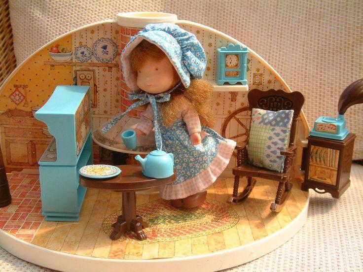 Holly Hobbie secret dolls house