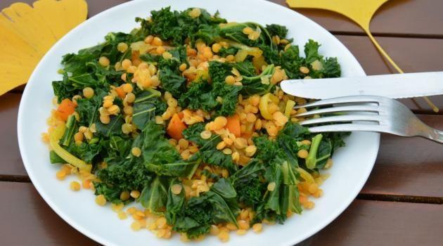 Salade détox de chou kale et lentilles au curcuma {#Vegan}