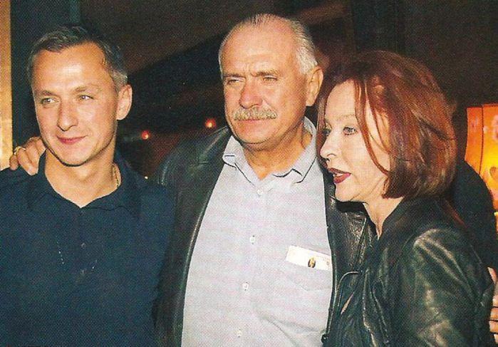 Степан  Михалков,  Никита  Михалков  и   Анастасия  Вертинская.  Около  2006.