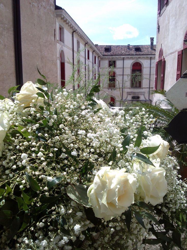 #rose #wedding #weddinginspiration #flowers #castelbrando #flowerdesign