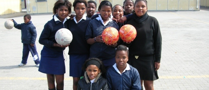 Teach children how to play netball in South Africa