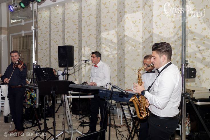Nunta Andrei si Cristina la American Ballroom Salon Miami Bucuresti. Muzica live asigurata de Formatie Nunta Cryss Band www.formatiacryss.ro