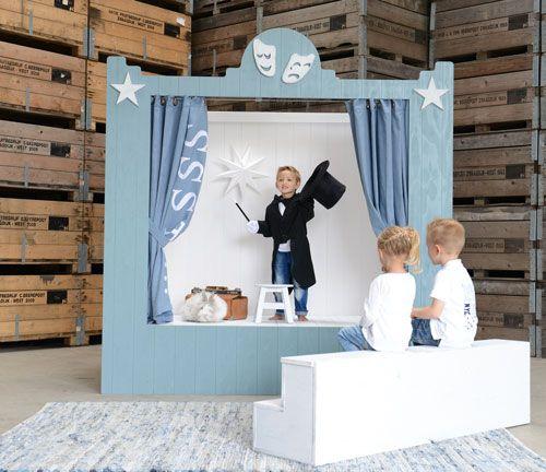 Dit is een podium van de kinderen waar ze zich kunnen uiten.
