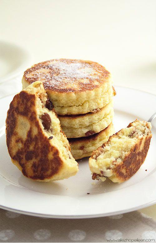 Welsh cakes sucrés, croustillants à l'extérieur et moelleux à l'intérieur   Petits palets à tartiner de beurre ou de confiture, cuits à la poêle.