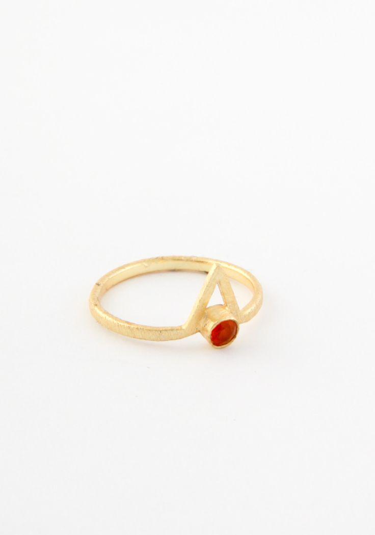 Pyramid eye brass ring