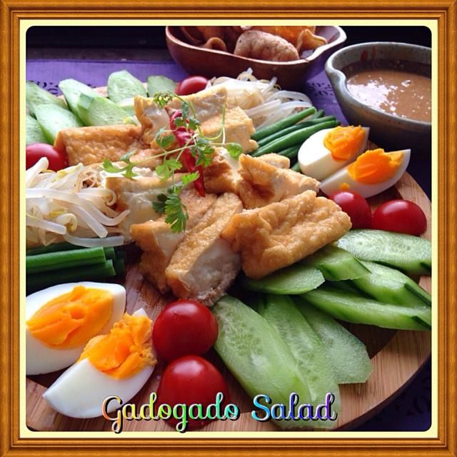 今夜友人宅にお呼ばれ。 インドネシア料理なガドガド作りました。 ソースは後からアップします。 - 164件のもぐもぐ - Gadogado salad ガドガドサラダ by yurikos16