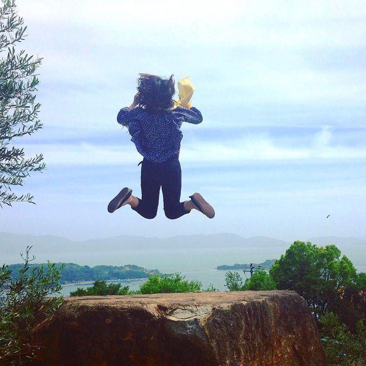 太陽出てこーーーい ଘ(ˊᵕˋ)  ジャンプ力なさ過ぎ笑 そして飛び方がババくさい笑   #空#青空#海#瀬戸内海#牛窓#牛窓オリーブ園#ジャンプ#岡山#風景#景色 #sky#bluesky#skylovers#sea#ocean#jump#jumping#scenery#landscape#nature#view#japan_daytime_view#team_jp_#ig_japan#ptk_japan#loves_nippon#lovers_nippon by ruru_asuuuka