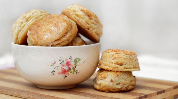 Questi pasticcini all'inglese sono un'ottima variante degli originali. Perfetti per accompagnare un buon tè o, perché no, anche il caffé della mattina. Il..
