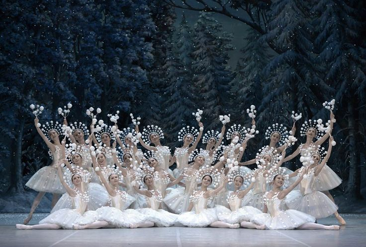 Staatsballett Berlin in The Nutcracker. Bettina Stoess.