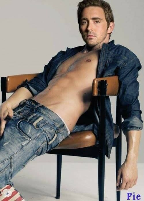 He is simply to HOT!!!