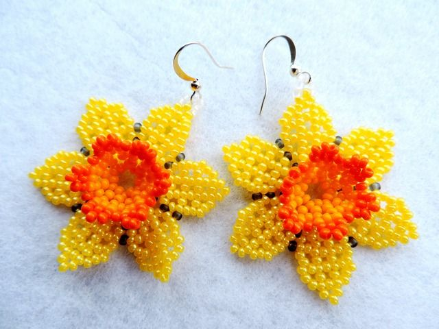 Translate Daffodil Master Class - good step by step pictures ~ Seed Bead Tutorials