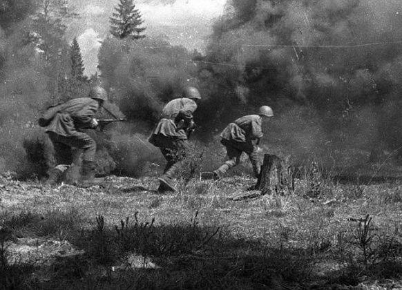 Зеки, участвовавшие в Великой Отечественной войне – явление особое. Изначально они не подлежали призыву на фронт, однако все изменили тяжелые потери Красной Армии в первые месяцы войны.