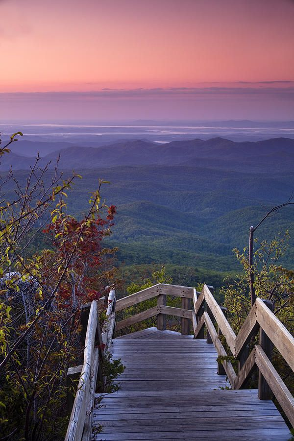 ✮ Dawn colors hang over the Blue Ridge Mountains - North Carolina