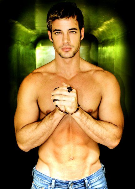 William Levy: Shirtless