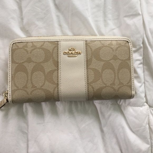 White and Beige Coach Wallet Very good condition!! Taken very good care of and great for summer! Coach Bags Wallets