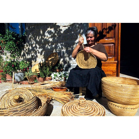 Sardinia is the land of the abundance of materials like asphodel, reeds, dwarf palms and straw, is an ideal land for basket weaving and for the creating of all different types of handmade containers. Workers will interweave different colours of straw into the baskets.
