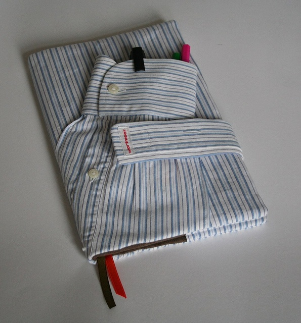 Notizbucheinband aus Herrenhemd, book cover from a man's shirt