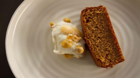 Gâteau aux noisettes, fool aux poires - Recettes de cuisine, trucs et conseils - Canal Vie