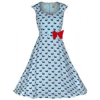 Schattige lichtblauwe jurk met rode biesjes en strikje en zwanenprint. Uitlpende rok en ritssluiting aan de achterkant. Gehele jurk is gevoerd.