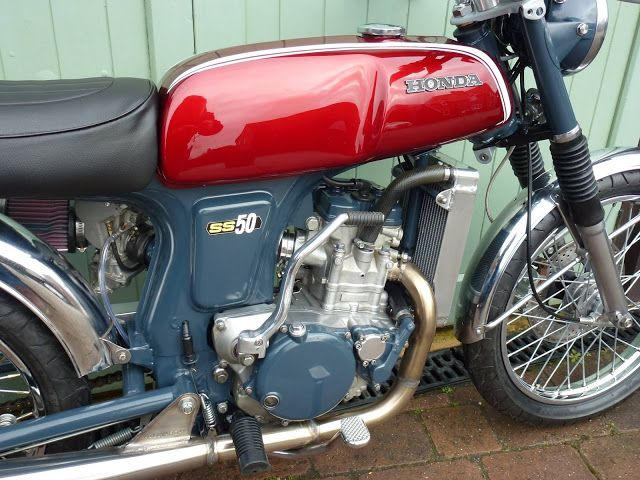 RocketGarage Cafe Racer: Honda SS 250 Modernretrò