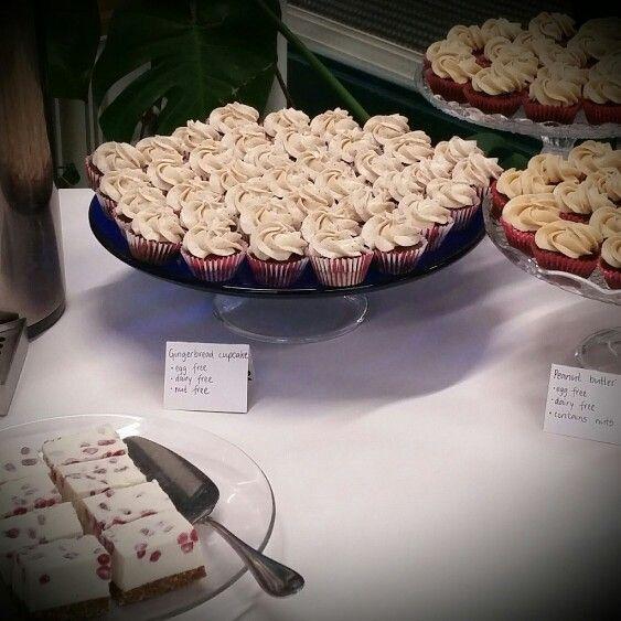 Vegan peanut butter & gingerbread mini cupcakes