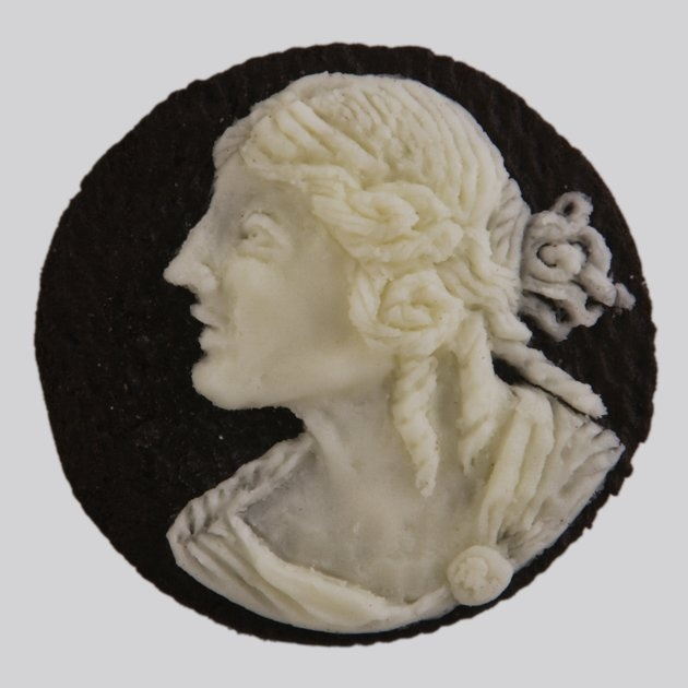Cameo made out of an Oreo!