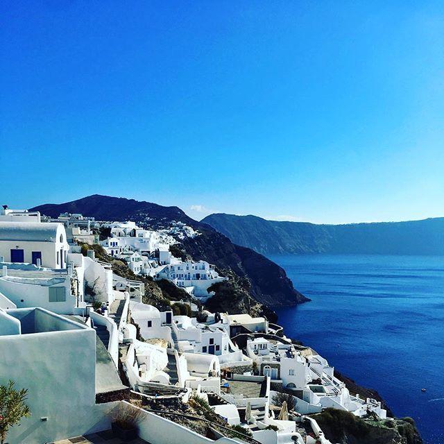 Reposting @superizak: Travel is to take a journey with yourself  ⛰☀️ Viajar es dar un paseo consigo mismo. #love #Greece #white #island #blue #sea #sky . . . _____________________________ #lifestyle #lifestyleblogger #travelblogger #vitaminsea #travelphotography #nature #skyporn #skylover #architecture #archilovers #grecia #isla #viaje #mar #sol #sun #mountains #mexicanblogger #instatravel #traveling #photooftheday #instagood #history