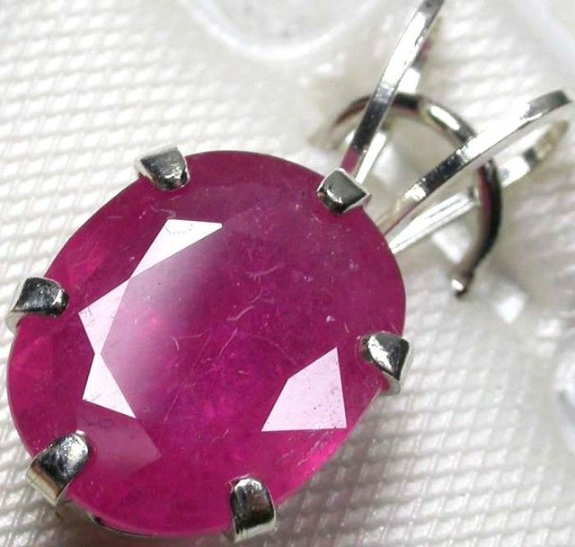 NATURAL RUBY SILVER PENDANT 3.25 CARATS   GTJA87  NATURAL RUBY GEMSTONE PENDANT SET JEWELLERY FROM GEM TRADERS,AT GEMROCKAUCTIONS