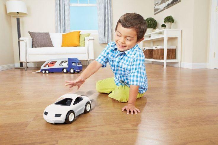 Bytelné závodní auto bílé pro nejmenší závodníky. Vhodné pro použití uvnitř v pokojíku i venku na zahradě. Vyrobeno z mimořádně odolného plastového materiálu.