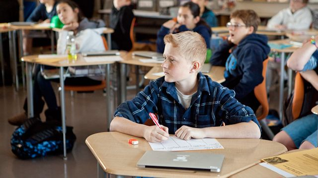 """""""What we need to do is be sure that the current generation of children has the attentional capacities that other generations had naturally before the distractions of digital devices.""""  www.spanish-school-herradura #online #spaans"""