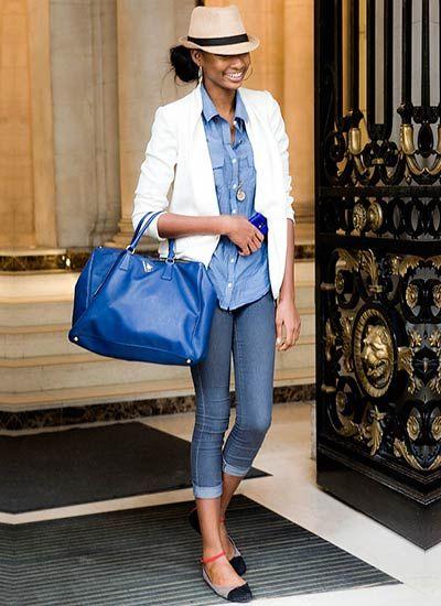 【程よいカジュアルさが丁度良い♪】 白ジャケット×青シャツを組み合わせた着こなし。  カジュアル過ぎず色んなシーンで使えるジャケットコーディネートにしたい!そんな方にピッタリの白ジャケットコーデですね。  少しラフなデニムを合わせつつも「青シャツが爽やかなキレイめを演出」  お出掛け・デート・旅行などなど幅広い場所にマッチするオールマイティさが魅力です♪