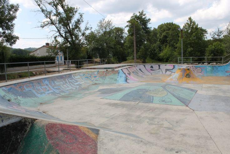 Skatepark : Bowl de Saint-Léon-sur-L'Isle (24) - Plus de spots de skate sur www.spotsdeskate.fr