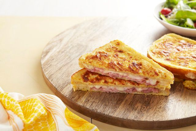 This tempting Classic Croque Mansieur Sandwich is similar as Monte Cristo Sandwich except this Croque Mansieur recipe us baked until crunchy. Can't wait to try this out. :-p   Recipe saved from Kraft.
