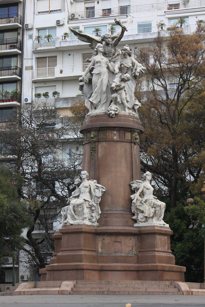 Plaza Francia - su monumento