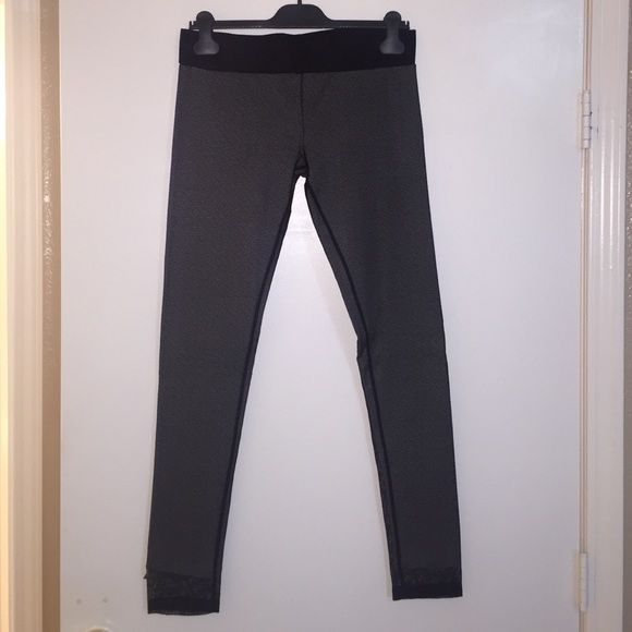 Diesel leggings brand new without tags I bought these leggings online but the fit is not right for me. New without tags size medium Diesel Pants Leggings