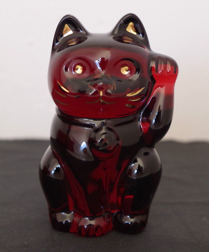 BACCARAT - Vintage chat chinois en cristal Rouge rubis dimensions environs 10 cm Moustache dorée. Signature baccarat en dessous de l'objet.