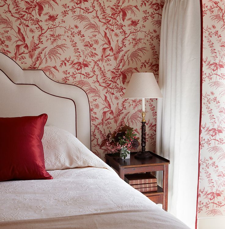 red white chinosiere wallpaper bedroom