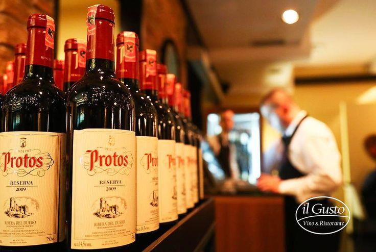 """""""Bodegas Protos"""" në il Gusto  Në vitin 1927, guximi dhe dashuria e një grupi kultivuesish të hardhisë në një lokalitet të Spanjës , arritën që me përpjekjet e tyre të prodhonin një sërë verërash në kantinën """"Bodegas Protos"""". Sot, verërat e prodhuara nga kjo kantinë janë me famë ndërkombëtare dhe të nderuar me shumë çmime.  Cilësia dhe prestigji i kantinës u bë e njohur në vitet tetëdhjetë, në këtë kohë kjo zonë mori famë për rritjen e një hardhie, nga e cila dilte verë shumë e mirë.  Në…"""