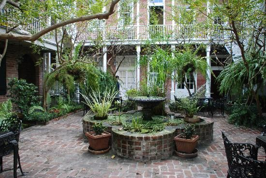 My other favorite hotel in NOLA, former confederate livery. Place d'Armes Hotel: courtyard New Orleans