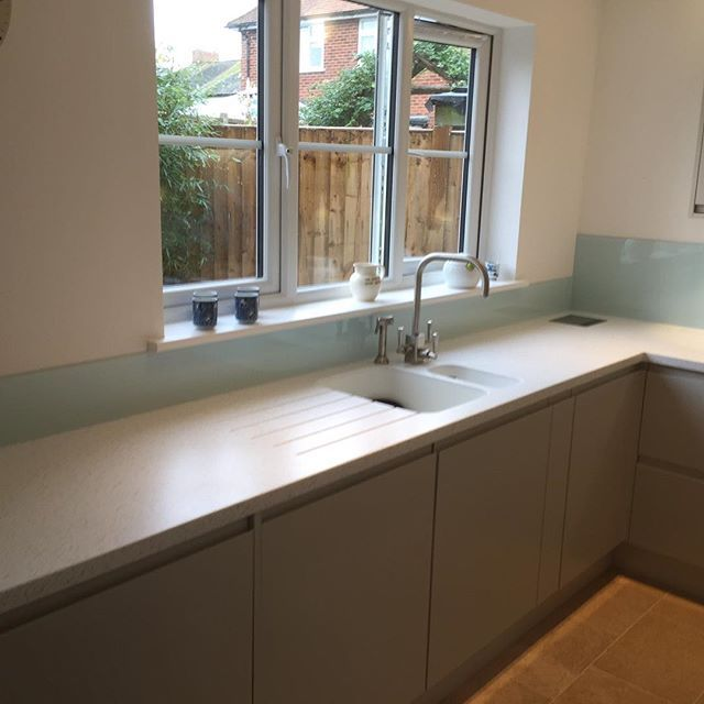 Here we have our J Handle in Platinum , with Apple White Splashback and Hanex Worktop and Hanex Moulded Sink #moderndesign #modernkitchens #kitchen #germankitchens #splashback #contemporary #Brighton #hove