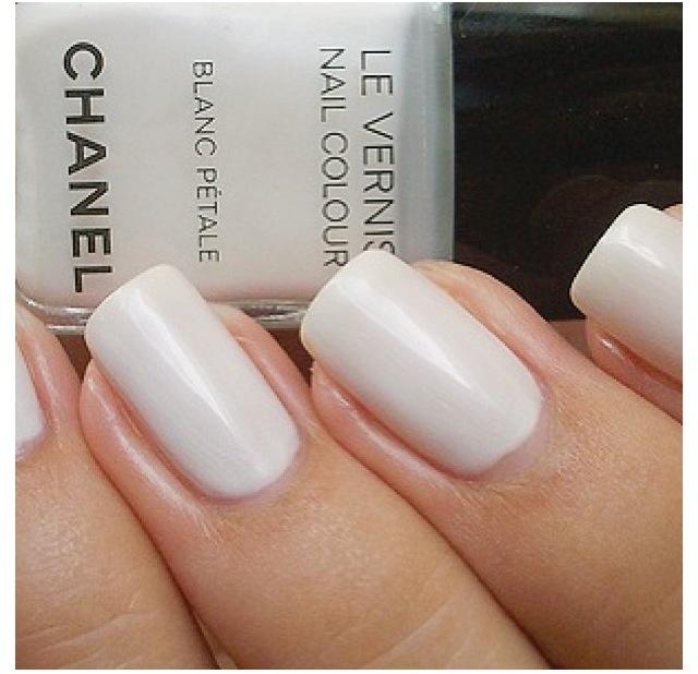 Chanel Vernis Blanc Petal Love The Musky White Nail Polishchanel