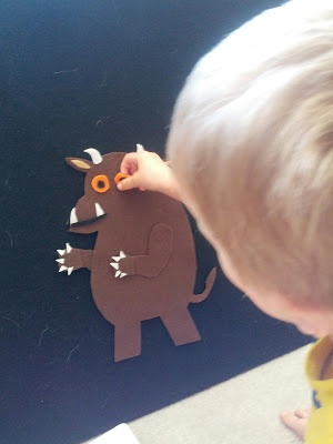 Building The Gruffalo - Felt board Gruffalo