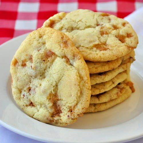 Pecan Toffee Cookies - Buttery, soft and chewy sugar cookies with added toffee bits and crunchy pecans. So very delicious with just the right added crunch.